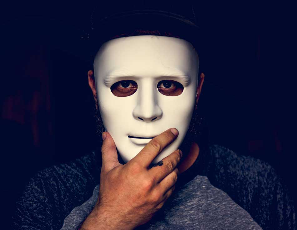 You are currently viewing The imposter. Imposter syndrome and finding your authentic self.